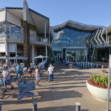 A front view of Cradlestone Mall