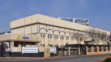 Situated in central Meadowdale in Germiston, Johannesburg, near OR Tambo International Airport, this double volume industrial warehouse comprising four buildings of 18 900sqm in total will go on auction through Broll Auctions and Sales on Tuesday 18 August 2015