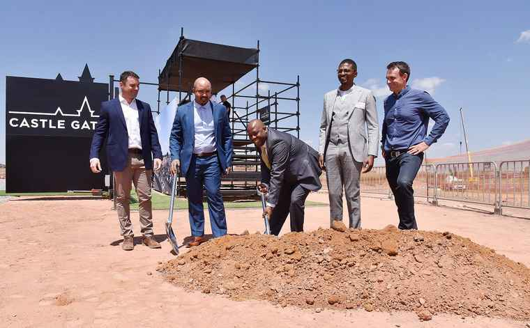 From left to right: Atterbury Development Manager - Raoul de Villiers, MMC for Economic Development and Spatial Planning - Isak Pietersen, Mayor of the City of Tshwane - Stevens Mokgalapa, Chairman of Talis Holdings - Tebogo Mogashoa, and CEO of Atterbury - Armond Boshoff.