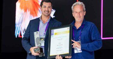 Centurion Mall Award: Bennum Van Jaarsveld (Redefine Properties, Retail Marketing Manager) and Stephan le Roux (President of SACSC).