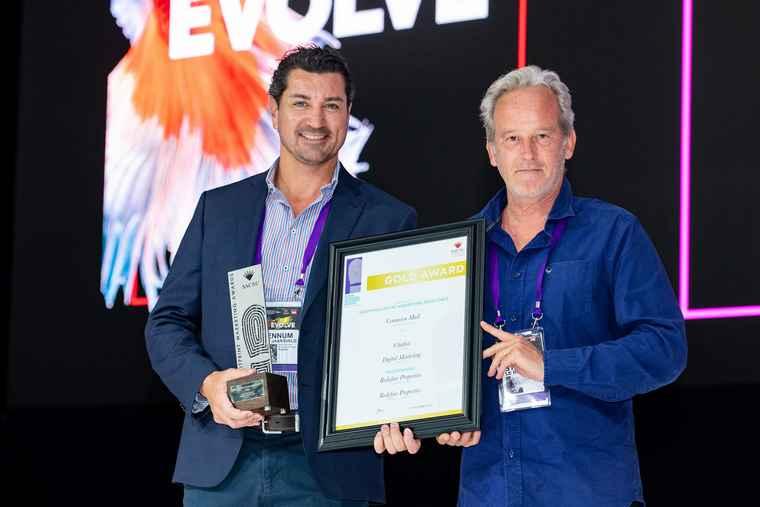 Centurion Mall Award: Bennum Van Jaarsveld (Redefine Properties, Retail Marketing Manager) and Stephan le Roux (President of SACSC).