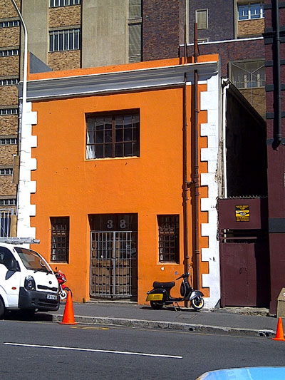 This historical 120m2 property at 38 Buitenkant Street, Cape Town was sold on auction for R2.6 million