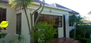 Front view of another home available in Kenilworth for a price of R2,995,000. This home has three bedrooms, two bathrooms, a large well cultivated garden in which there is a self-contained flatlet with an open-plan lounge and kitchen as well as an office or workroom. Parking for three to four cars is provided behind automated gates.